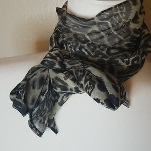 Accessories - Ribbon curl grey and black scarf.